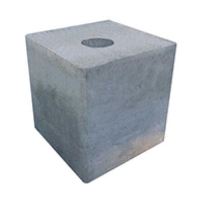 """בסיס בטון לעמוד תאורה 100/100/100 חור עובר בקוטר 30 ס""""מ"""